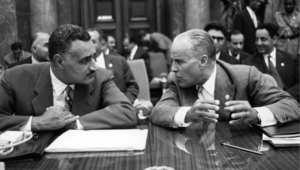 الرئيسان الراحلان جمال عبد الناصر والحبيب بورقيبة يتحدثان معا خلال قمة دول عدم الانحياز في بلغراد 6 سبتمبر/ ايلول 1961