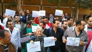 """وقفات احتجاجية لأطباء مصر ضد """"اعتداءات الشرطة"""".. ووزير الداخلية: ننتهج سياسة إصلاحية"""