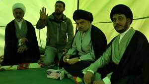"""بالفيديو: الصدر يبدأ الاعتصام داخل """"المنطقة الخضراء"""" في بغداد.. ويطالب أنصاره بالبقاء خارجها"""