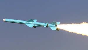 صاروخ أرض بحر، إيراني الصنع من طراز قدير، يبلغ مداه 200 كيلومترا، خلال عملية إطلاقه قرب مضيق هرمز 2 يناير/ كانون الثاني 2012