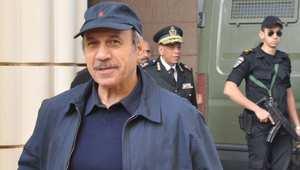 وزير الداخلية المصري الاسبق حبيب العادلي لدى حضوره إلى قاعة المحكمة في أحدى جلسات محاكمته 3 يناير/ كانون الثاني 2013