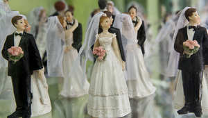 هل من الصواب الزواج سراً وبعيداً عن الأهل؟