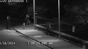 لقطة من كاميرا مراقبة تكشف تسلل المراهقين وتبول أحدهم في خزان المياه بأمريكا