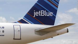 مطبات هوائية تصيب 24 شخصا على متن طائرة