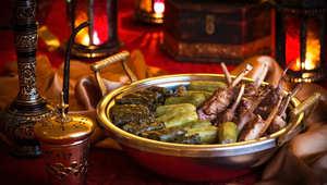 أجواء رمضان بالإمارات تربط بين حضارة ناطحات السحاب والتقاليد البدوية