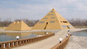 بيت الاهرام الذهبي