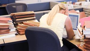 إدمان المخدرات خطير.. لكن ماذا عن إدمان العمل وهل يؤثر على الدماغ؟