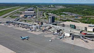 تجري السلطات مراجعة شاملة للإجراءات الأمنية بالمطار