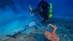 """بعثة علمية لكشف لغز سفينة غارقة منذ 2000 سنة.. ربما تحمل """"أول كمبيوتر"""" بالتاريخ"""