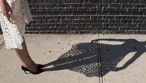 بالصور.. هل يمكنك التفريق بين فستان بلاستيكي بطباعة ثلاثية الأبعاد وآخر مصنوع من القماش؟