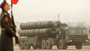 بوتين يوقع على قرار رفع روسيا حظر بيع صواريخ أرض جو من طراز S-300 لإيران