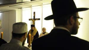 """إكرام لمعي يكتب في الخطابات الدينية.. """"هل الأديان في حاجة لأن ندافع عنها؟"""""""