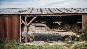 بالصور..كنز من السيارات المهجورة في مزرعة فرنسية بقيمة ملايين الدولارات