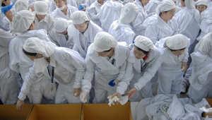 بالصور..نظرة إلى داخل الحياة الحزينة في المصانع الصينية