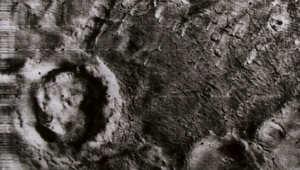 """صورة لسطح المريخ التقطها المسبار """"مارينر 9"""" وهو أول مركبة فضاء غير مأهولة تدور حول الكوكب الأحمر."""