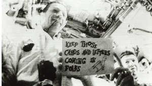 """طاقم """"أبوللو 7"""" خلال أول بث تلفزيوني مباشر من الفضاء في أكتوبر/تشرين الأول 1968"""