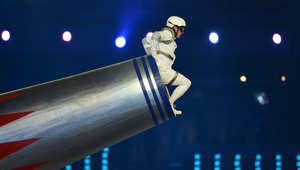كاتشي فالنسيا يستعد لإطلاقه من مدفع خلال حفل اختتام أولمبياد لندن عام 2012