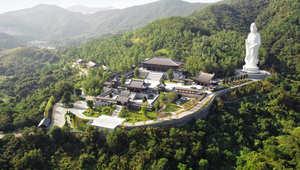 أغنى رجل في آسيا يمول بناء معبد بوذي بغرف نوم مضادة للرصاص للشخصيات المهمة