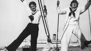 بالصور..عندما ترتدي النساء ثياب البحارة عبر التاريخ