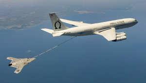 أول عملية تزود بالوقود جوا بالتاريخ لطائرة بدون طيار X-47B