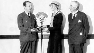أميليا إيرهارت.. امرأة غيّرت مفاهيم الطيران عبر التاريخ
