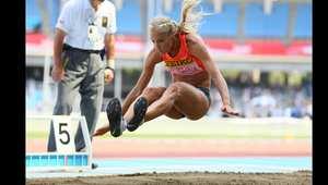 الروسية داريا كليشينا في مسابقة للوثب الطويل، وقد فازت بقفزة بلغت 6.88 امتار