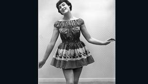 """بالصور..كيف كانت ملابس البحر منذ 100 عام قبل """"البيكيني؟"""""""