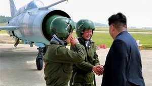"""زعيم كوريا الشمالية يلتقي """"زهور السماء"""""""