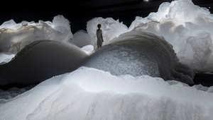 جبال من الرغوة وغيوم من أدوية التنظيف وأسلحة من أشكال كروية شفافة..فقط في اليابان