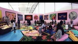 من الدببة الملونة إلى الأسرّة المصنوعة من الفراء... هل هذا هو أغرب معرض فني لهذا العام؟