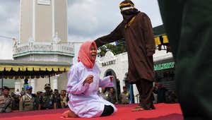 أندونيسيا: جلد رجل وامرأة بسبب الخلوة غير الشرعية