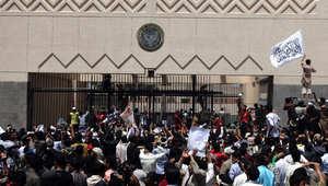 أرشيف - يمنيون يتظاهرون أمام السفارة الأمريكية في صنعاء احتجاجا على فيلم مسيء للإسلام ، 13 سبتمبر/ أيلول 2013