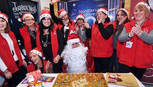 موظفات في مصلحة البريد الفرنسي، يعملن على كتابة رسائل جوابية على أسئلة الأطفال الموجهة إلى بابا نويل، نوفمبر/ تشرين الثاني 2012