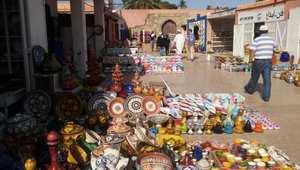 سوق الخزف الذي يشهد إقبالاً ورواجاً دائماً