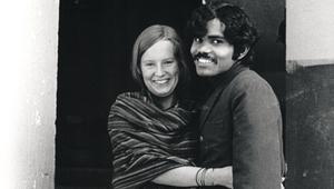 هو من طائفة هندية منبوذة..وهي من أصول سويدية نبيلة..قصة حب تفوق الخيال