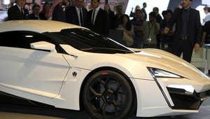 """سيارة """"lykan hypersport"""" الفريدة من نوعها هبط بها النجم فان ديزل من أعلى ناطحة سحاب، كما ظهر في الإعلان الترويجي للفيلم."""