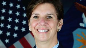 كارتر يعين أول امرأة لترأس القيادة الشمالية بأمريكا: آمل أن امتيازها سيحث النساء على الانضمام للقوات المسلحة