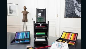نظرة لأغلى قرطاسية في العالم من تصميم كارل لاغرفيلد.. بسعر يبلغ ثلاثة آلاف دولار!