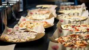 """مطعم """"MOD Pizza"""" بيتزا يساعد المجرمين السابقين"""