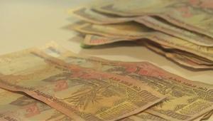 أزمة بعد إلغاء أكبر الأوراق النقدية بالهند