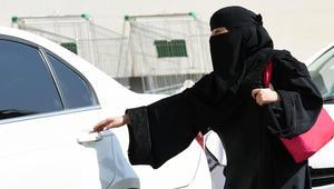 السعوديات يقدن.. ماذا سيحل بـ1.4 مليون سائق خاص أجنبي؟