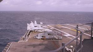 هذه السفينة انطلقت منها أول غارة ضد داعش