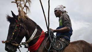 """بالصور..مهرجان """"باسولا"""" للفروسية """"الفتاكة"""" في إندونيسيا"""