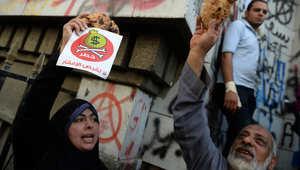 محتجون على السياسات الحكومية في مصر