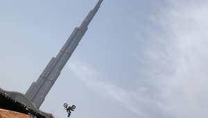 """برج خليفة..يكسر الرقم القياسي مجدداً ويدخل """"غينيس"""" لأعلى منصة مشاهدة"""