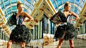 هذا الفستان بمادة الغرافين يضيء عندما تتنفس المرأة