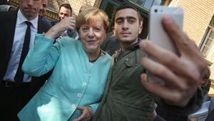 لاجئ سوري يخسر قضية ضد فيسبوك لحذف صورة سيلفي مع أنجيلا ميركل