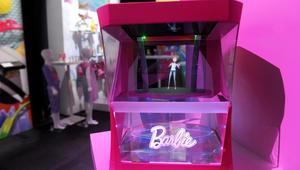 """""""باربي"""" الجديدة تظهر بطيف ثلاثي الأبعاد وتغير ملابسها بنفسها!"""