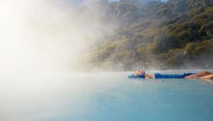 تمتع بهذه البحيرة الساخنة..بقلب صقيع أيسلندا