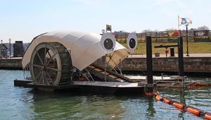 شاهد.. جهاز يزوّد المنازل بالطاقة بإزالة القمامة من الأنهار